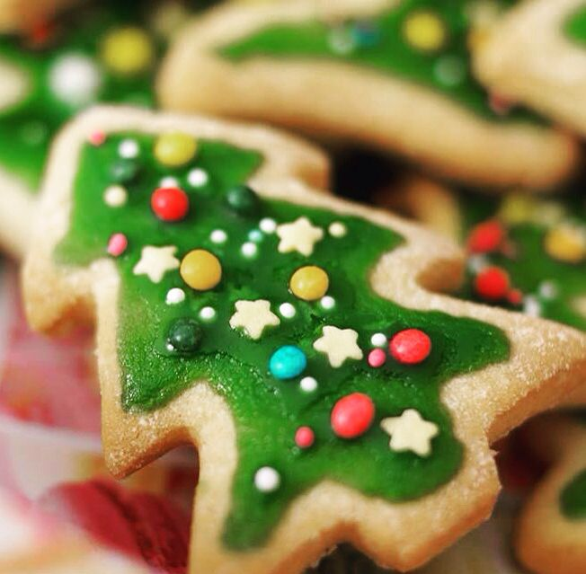 Christmas tree cookie! Homemade and looking lovely. Also a wonderful idea for a gift to family and friends!! #christmascookies #christmasgifts #homemade