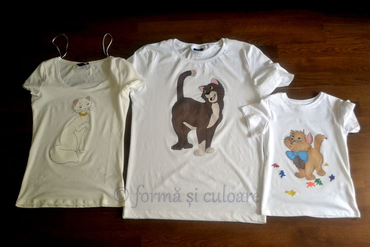 If you look at The AristoCats more than 200 times and you know all the lines …it's a sign! So, for every member of the family … custom AristoT'shirts! Hand painted t'shirt with fabric water resistant paint. You can wash it in the washing machine at max 40 degree delicate circle or by hand. Iron medium inside out. Attention: the products are unique. If they are not in stock and you would like something alike you should know that the handmade and any other copy will not be identical.