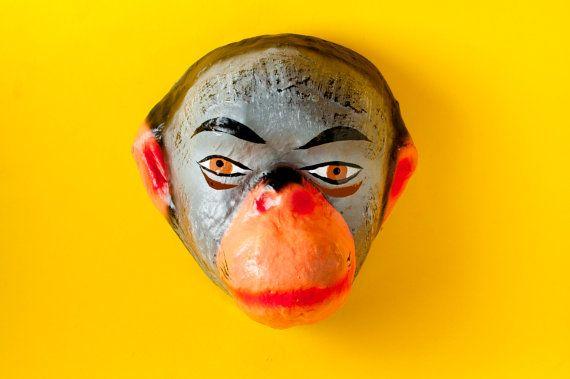 Máscara tradicional mexicana de papel maché de mono.