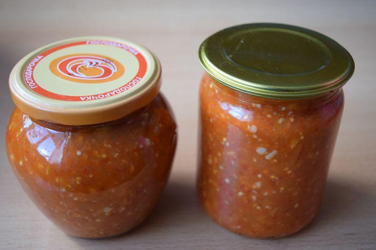 Это простой и вкусный рецепт. состав баклажаны-1кг перец болгарский-1кг помидоры красные-1.5кг чеснок-300гр перец стручковый горький-4шт соль-35гр сахар-100г...