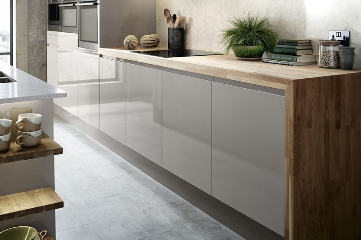 The Bayswater Gloss Cashmere Kitchen Range from Howdens. The soft tones of the cabinets look beautiful against our Solid Oak Block Worktop. Take a look at Howdens for more inspiration for your kitchen design.