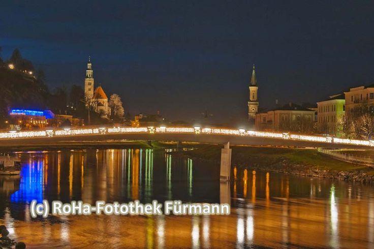 das adventliche Salzburg lädt mit stimmungsvoll-nächtlich-beleuchtetem Panorama zu einem vorweihnachtlichen Besuch von Teisendorf in knapp 10 Min. mit dem Auto zu erreichen oder leicht zu erreichen mit öffentlichen Verkehrsmitteln