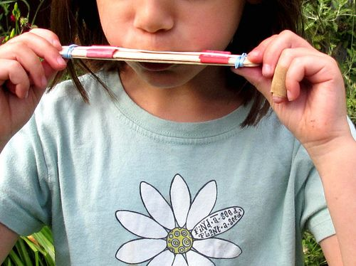 Easy harmonica (yay! makes noise!): Summer Crafts, Crafts Ideas, Sticks Crafts, Birthday Parties, For Kids, Projects Ideas, Diy Harmonica, Popsicles Sticks, Crafts Sticks