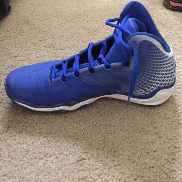 Royal blue Under Amor basket shoes. Boy/girl 9.5 Really good condition wore at most 5 times. I'm not playing basketball anymore and need the shoe space. Under Armour Shoes Athletic Shoes