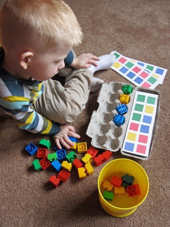 Super easy to make puzzle from Duplo. Match the colours using an egg carton frame