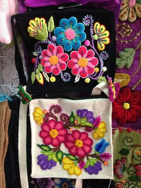 Peruvian bag embroidery ayacuchano. Peru