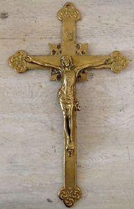Antiquité. Collection. Art religieux. Crucifix en laiton massif