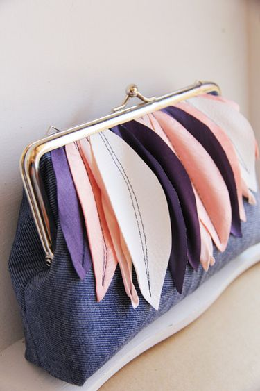 HANDTASCHE - medium  clutch with leaves..jeans