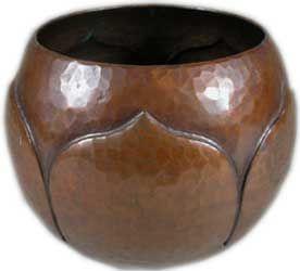 Roycroft hammered copper leaf bowl. Arts and Crafts movement, U.S.