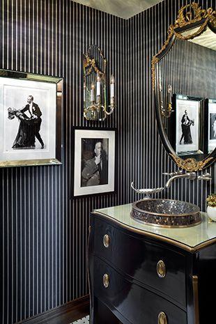 Des salles de bain noir et or