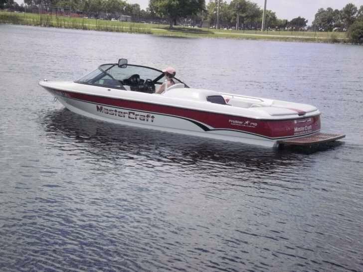 Mastercraft ski boat