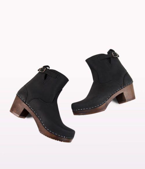 Manhattan black clog boots for women 2