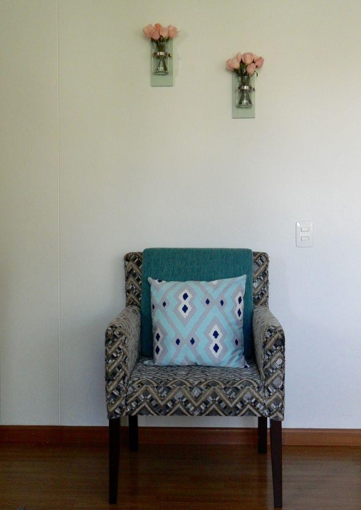 Dale vida a tu apartamento con lindos y prácticos floreros de pared..