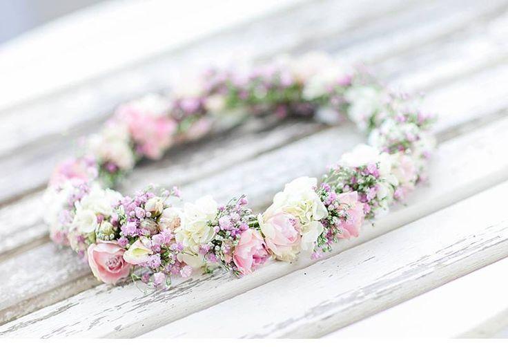 Wie wäre es mit einem Blumenkranz für die Braut?