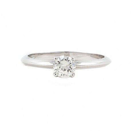 Casi medio kilate de diamante.  Ideal como anillo de compromiso! Este anillo está hecho en oro blanco de 18 kilates con un diamante de 0,19kts. alicante joyeria marga mira | anillos de compromiso diamante | anillos de compromiso precio | anillos de compromiso alicante | anillos de compromiso oro blanco | joyeriamargamira.com/content/10-anillos-compromiso-alicante | #joyerias #alicante #anillos #wedding #ring #gold #oro #alacant #costablanca #jewellery #diamonds #style #luxury # bodas