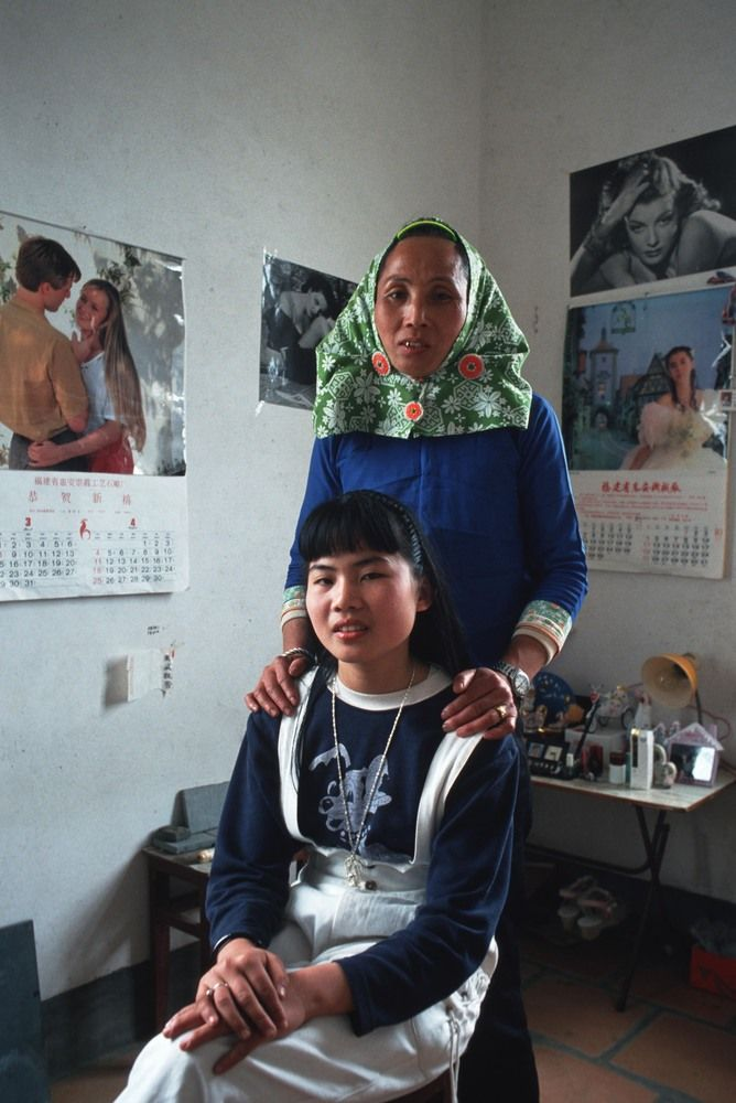 15 Images Of Mothers And Daughters Around The World Show That Daughterhood Is Universal