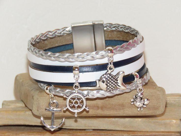 """Bracelet manchette en cuir bleu marine, blanc et argent """"marinière"""" avec fermoir aimanté : Bracelet par pimprenelle-coccinelle-creations"""