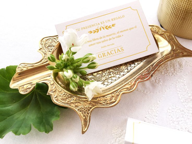 'La Virginia' es la segunda colección de #papeleriadebodas de #Loveratory. Encierra la esencia de Andalucía alejándose de los tópicos. Flores, siesta, azahar, el rumor de una fuente, el blanco de las fachadas encaladas, el dorado del sol, la alegría, la calma, todo eso es 'La Virginia'. #weddingstationery #invitacionesdeboda2016 #invitacionesdeboda2017 #invitacionesdeboda #whiteandgold #tarjetadeagradecimiento #weddingguest #meserosdeboda #sobresforrados #invitacionesdeacuarela