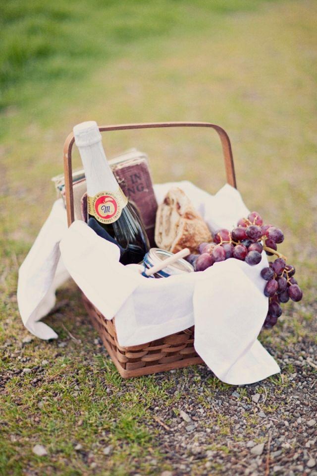 Ga gezellig picknicken met je bruidsmeisjes! #cadeau #bedankje #picknick…