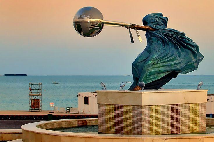 Force Of Nature, Doha, Qatar  İtalyan sanatçı Lorenzo Quinn'in Doğa Ana'yı dünyayı savururken betimlediği bu heykel, Doha'da bulunuyor. Heykelin benzerleri İngiltere, Amerika, Monako ve Singapur'da görülebiliyor.