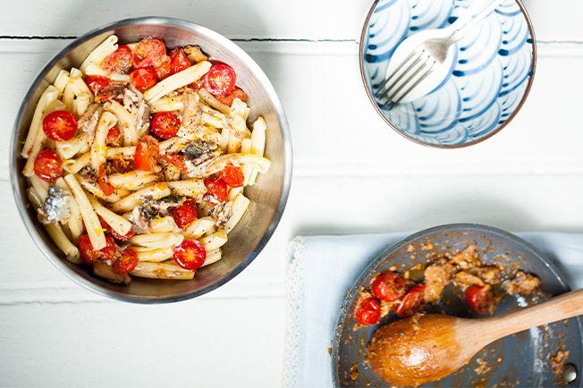Perfumado, este macarrão é delicioso e bem prático. E vai do almoço de segunda-feira ao sábado preguiçoso na praia.