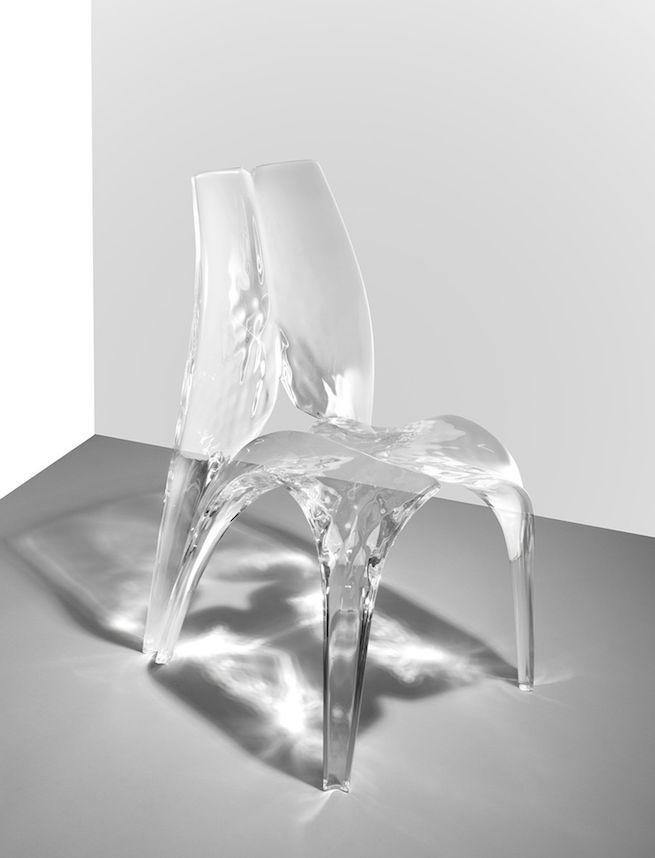 zaha hadid  LIQUID GLACIAL CHAIR « Je ne pense pas que l'architecture se résume à la simple question de l'abri ou du refuge. Elle devrait être en mesure de vous exciter, de vous calmer, de vous faire réfléchir. » © David Gill Gallery, 2013