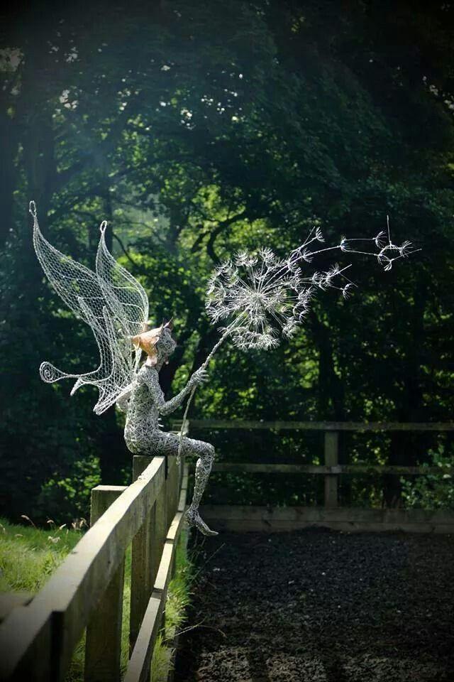 Robin Wight – Dandelion Fantasy wire sculptures - Robin Wight – fil de fer sculptures pissenlit