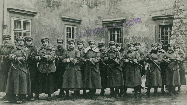 Legia Kobieca we Lwowie, pluton legionistek, 1918, fot. Biblioteka Narodowa/POLONA