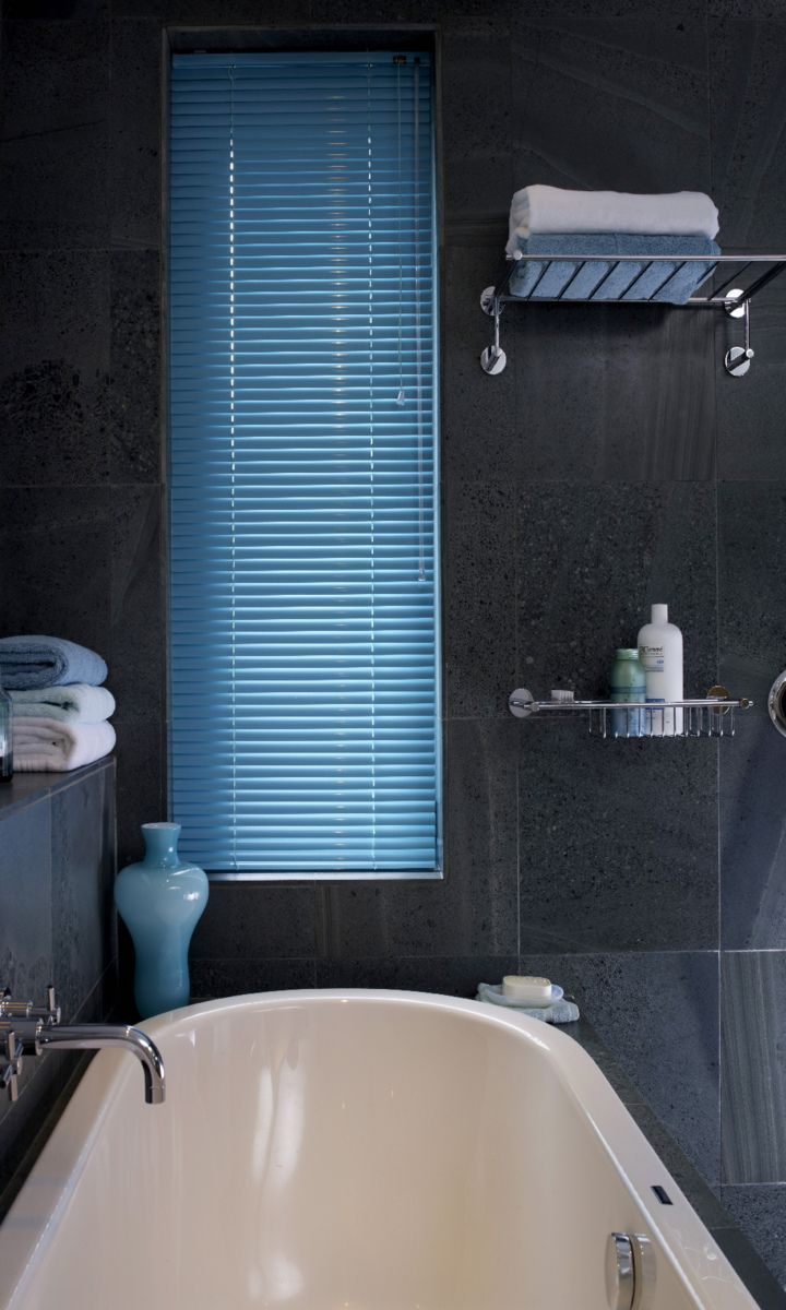 Bright colours and dark tile are the perfect match to make a contrast. Made to measure Electric Aqua venetian blind and dark grey tile work perfectly together, make sure the looks works through out the room by adding ornaments and accessories to match. Great for bathrooms and kitchens. www.hillarys.co.uk/