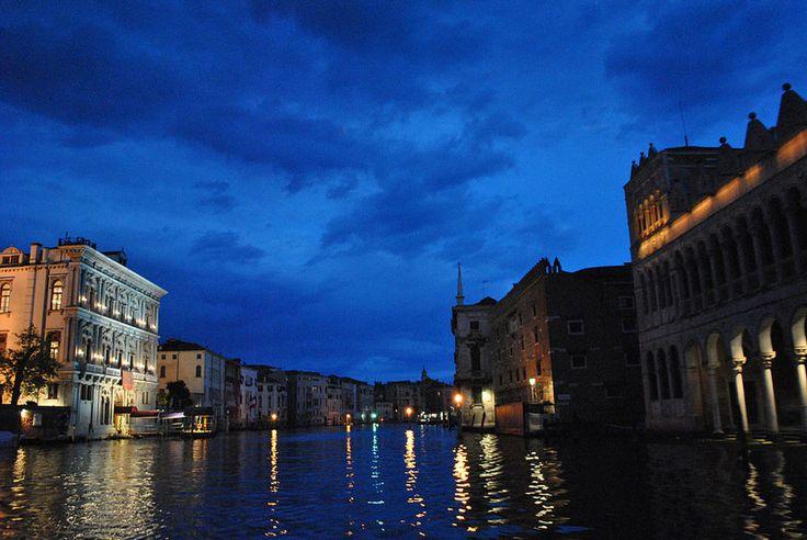 Venezia. En vaporeto de noche