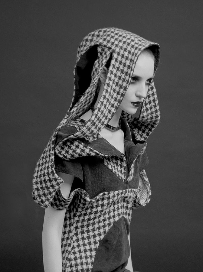 model: Monika Zawiślak designer: Björn Svensson mua: Viola Mietlicka medium format photography