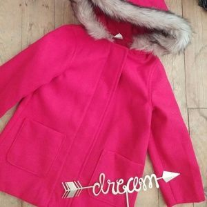 I just added this to my closet on Poshmark: Crazy 8 little girls red pea coat with fur hood. Price: $29 Size: 3TG