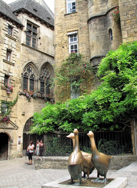 Sarlat la Caneda, Dordogne, France => I should see more of this area if we succeed to move
