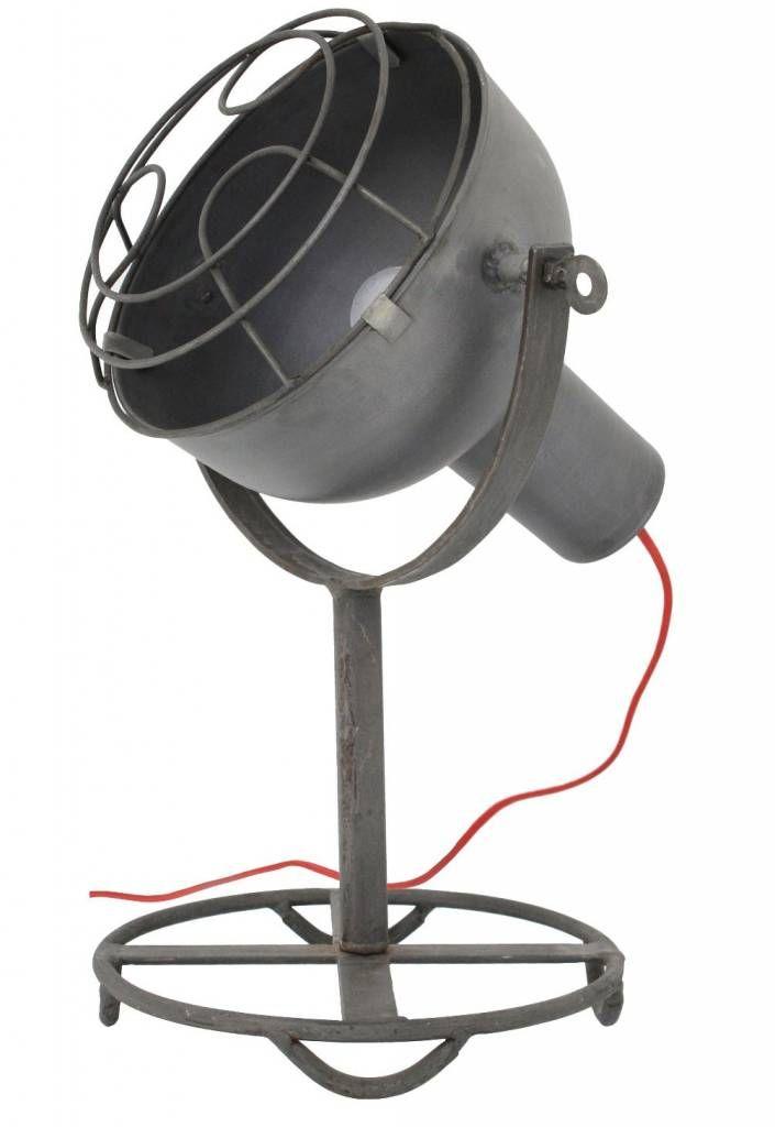 Wat vind je van deze super stoere industriële tafellamp van HK-Living met gote grijze kap en rood snoer? Het is net een ouderwetse cameraspot uit een filmstudi