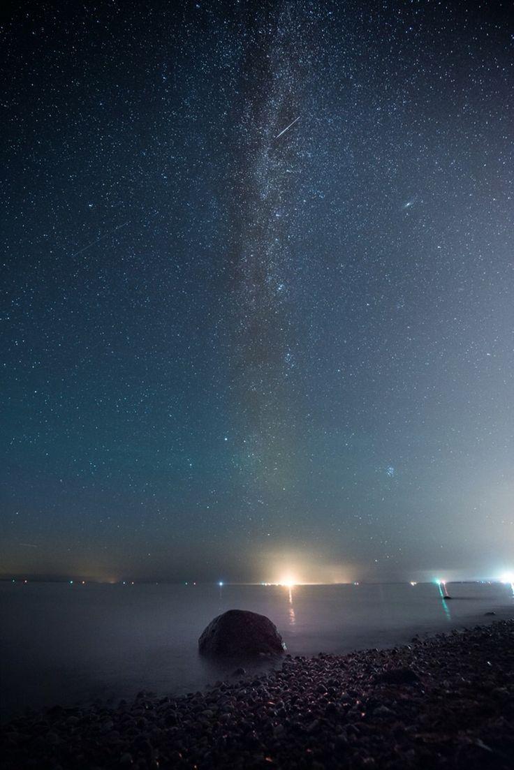 Milkyway over Rostock Warnemünde with meteor (Perseides).   Milchstraße über rostock Warnemünde mit Meteor.