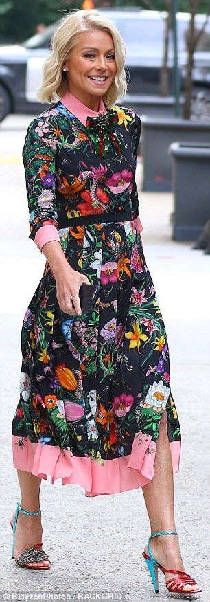 Kelly Ripa blooms in floral Gucci dress in New York City | Daily Mail Online