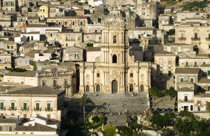 Appassionati del Commissario Montalbano questo post è dedicato a voi! Una piccola guida per ripercorre i luoghi in Sicilia che hanno ospitato la fiction Rai