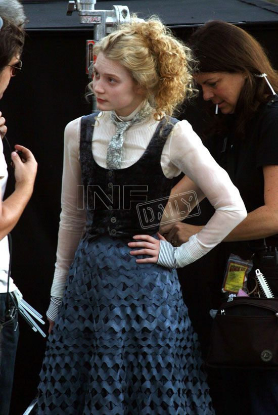 A behind the scenes shot from Alice in Wonderland. I really like this outfit (along with the coat).
