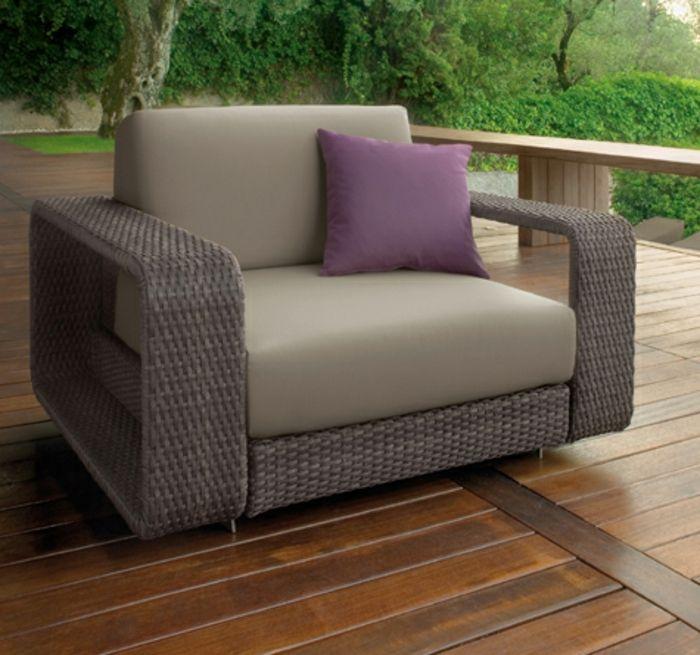 Möbel aus Polyrattan sessel lila kissen