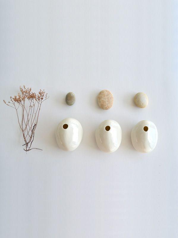 Vaso da tavolo realizzato a mano in porcellana smaltato e lucidato.Spedizione: 5 giorni