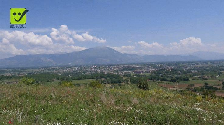 Servizio Tenute Esdra Produzione: www.officinacreativa.us Web: www.bicycoolmagazine.com #turismo #italy #agriturismo