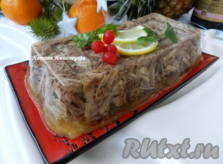 У каждой хозяйки есть свой рецепт приготовления холодца. Его можно приготовить из мяса птицы или субпродуктов. Я предлагаю приготовить холодец из мяса говядины и свинины. Основа хорошего холодца - это крепкий, вкусный и прозрачный мясной бульон, который при охлаждении обязательно должен застыть. ...