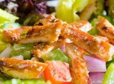Kurkuma bywa nazywana także szafranem indyjskim. To przyprawa orientalna, którą swoją popularność zdobyła w Indiach i stamtąd też została rozpowszechniona na pozostałe kraje całego świata. Jest jednym ze składników przyprawy, którą wyjątkowo chętnie nadużywają kucharze w Stanach Zjednoczonych – a mianowicie, curry. Kurkumę można dodawać do potraw wszelakiego rodzaju – …