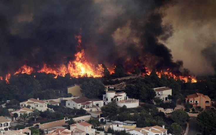 Φωτιά κατακαίει δάση στα νότια της Ισπανίας