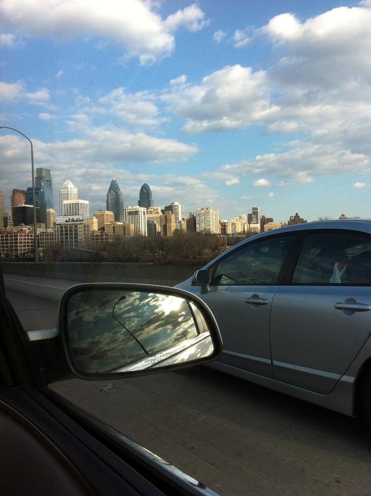 Illadelphia #home #city #philadelphia #skyline This is what all of the skyline pics of my city look like.