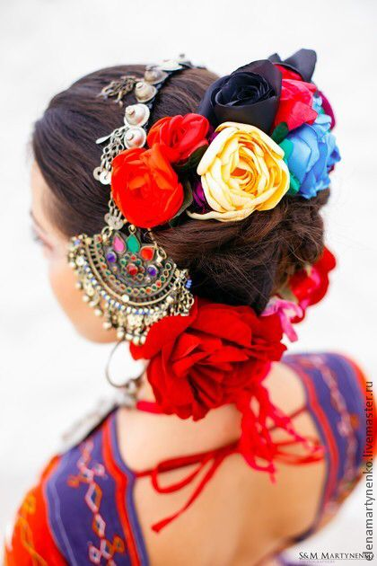 ATS - LOVE the headpiece and the choli is sooo colorful!