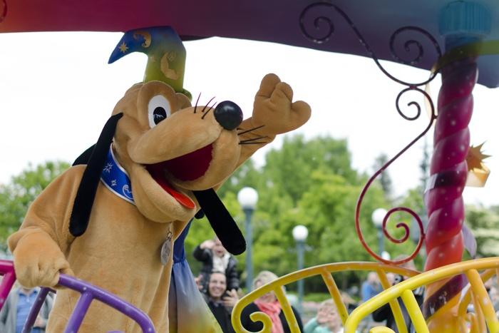 Disneyland Paris, 20 Anniversary. More on www.pursesandi.net #disney #disneyland #disneylandparis #fantasy #happy #pursesandi #minnie #paris #parigi #love #polkadots #lauracomolli #pluto
