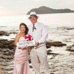 Boda, playa, sunset, beach wedding, Costa Rica, destination wedding, elopements, couple, retrato de pareja, portrait, bride and groom, anniversary, Renewal of vows