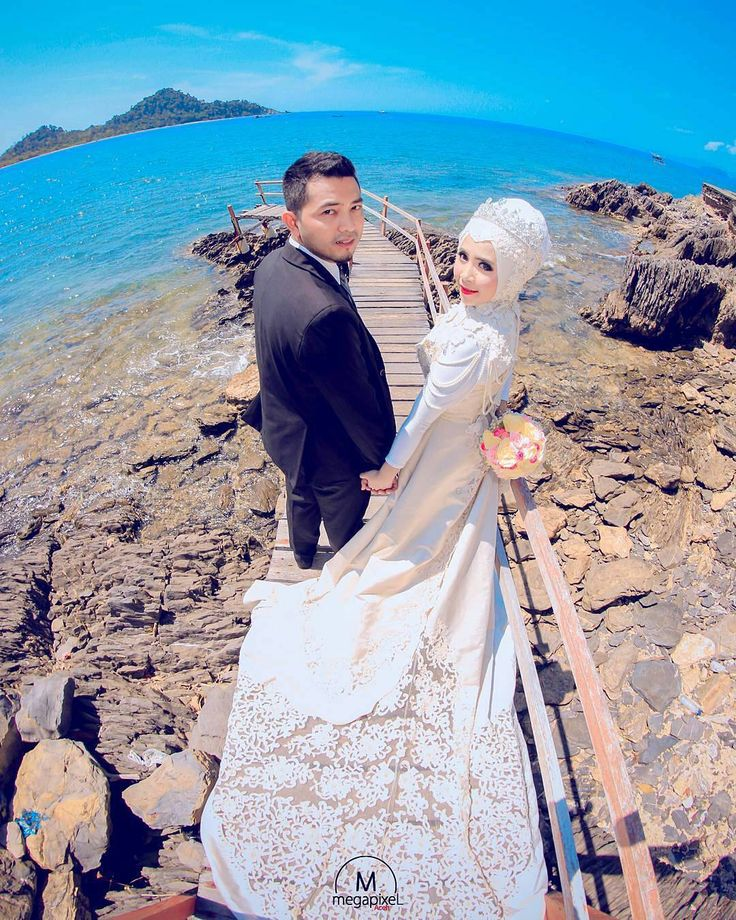 Oh wow  Stunning photo by @megapixel_aceh from Indonesia  Mua: @makeupbygadieza Wardrobe: @vinohairgallery . . . #indonesia  #prewedding #photographer #bridestory #prawedding #fotoprewedding #nikah #weddingku #thebridestory #weddingdress #hijabi #hijabsyari #hijabsyarie #weddingsyari #perkawinan #perkahwinan #resepsi #resepsipernikahan #hijabindonesia #hijabindo #pernikahan #akadnikah #hijabstyle #hijabstyleindonesia #muslim #hijabfashion #moslem #moslembride by muslimweddingideas