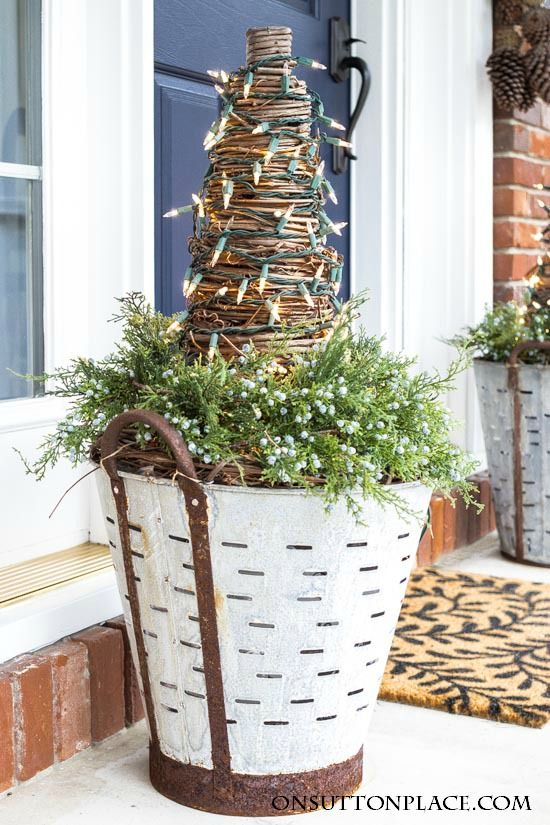 Best 25+ Christmas front doors ideas on Pinterest